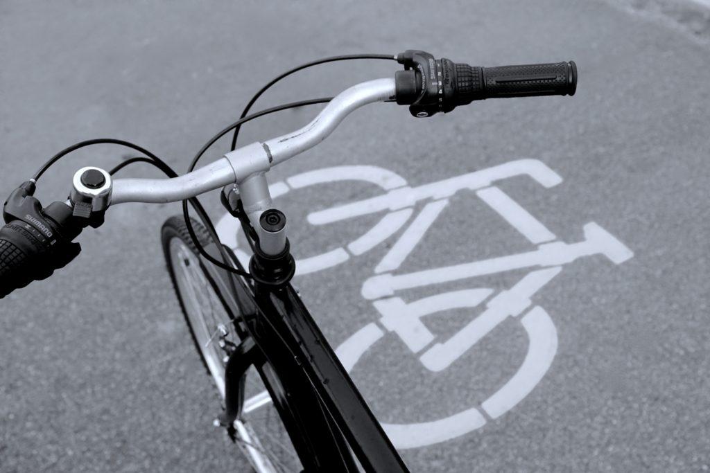 Meine Themen Verkehrspolitik und Verkehrswende: Fahrrad auf einem Radweg